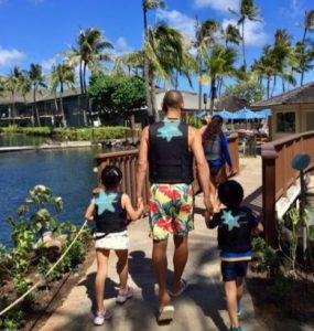小林麻耶と海老蔵の怪しい写真というキーワードこそが、ハワイでの微妙な距離感を作った原因だったのでは?